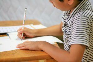 子どもを塾に通わせるべきか